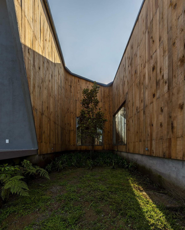 Просторный загородный дом в лесу в Мексике