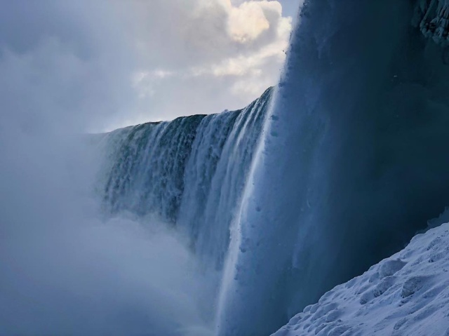 В США частично замерз Ниагарский водопад