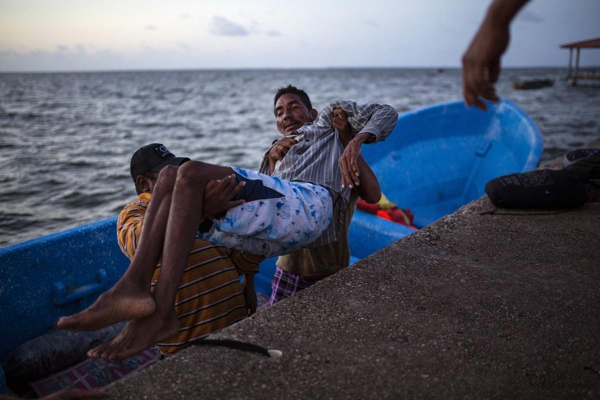 Ныряльщики за лобстерами в Гондурасе