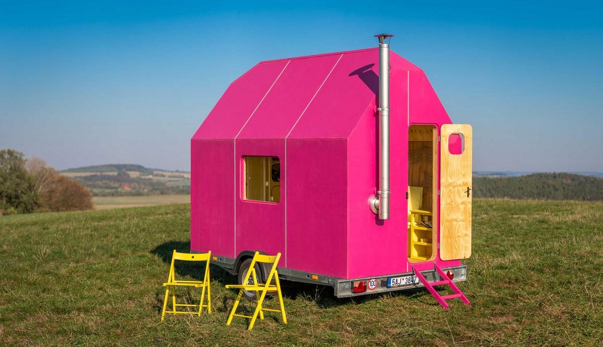 Яркий мобильный домик для путешествий