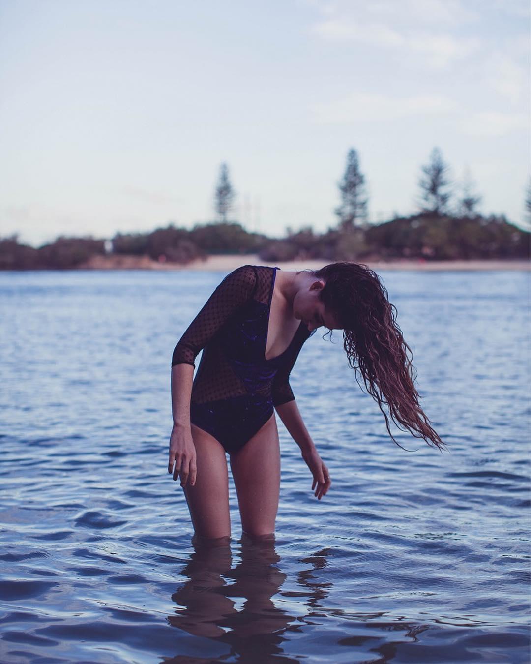 Чувственные снимки девушек от Хейли Джонс