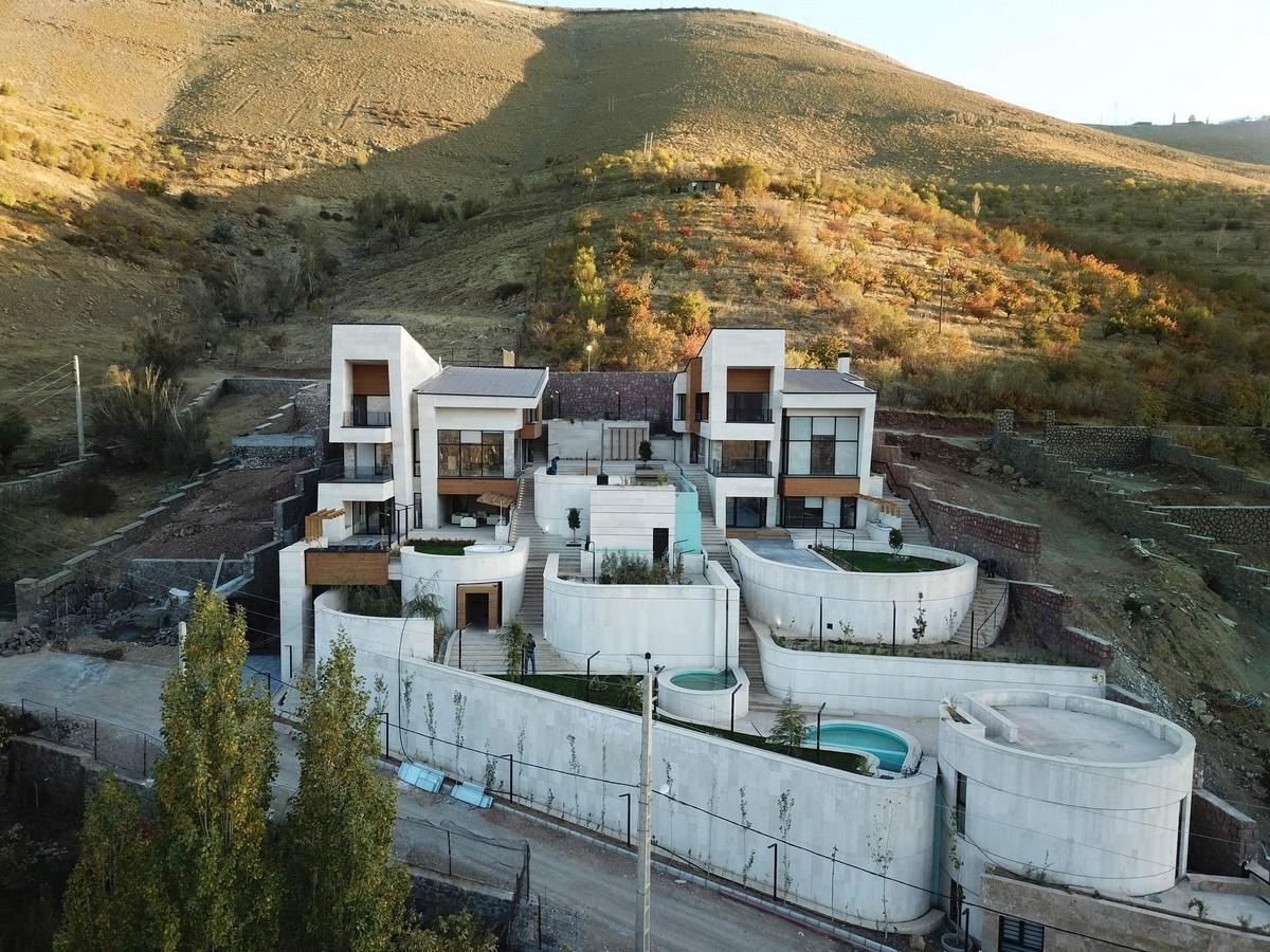 Две современные виллы в иранской деревне