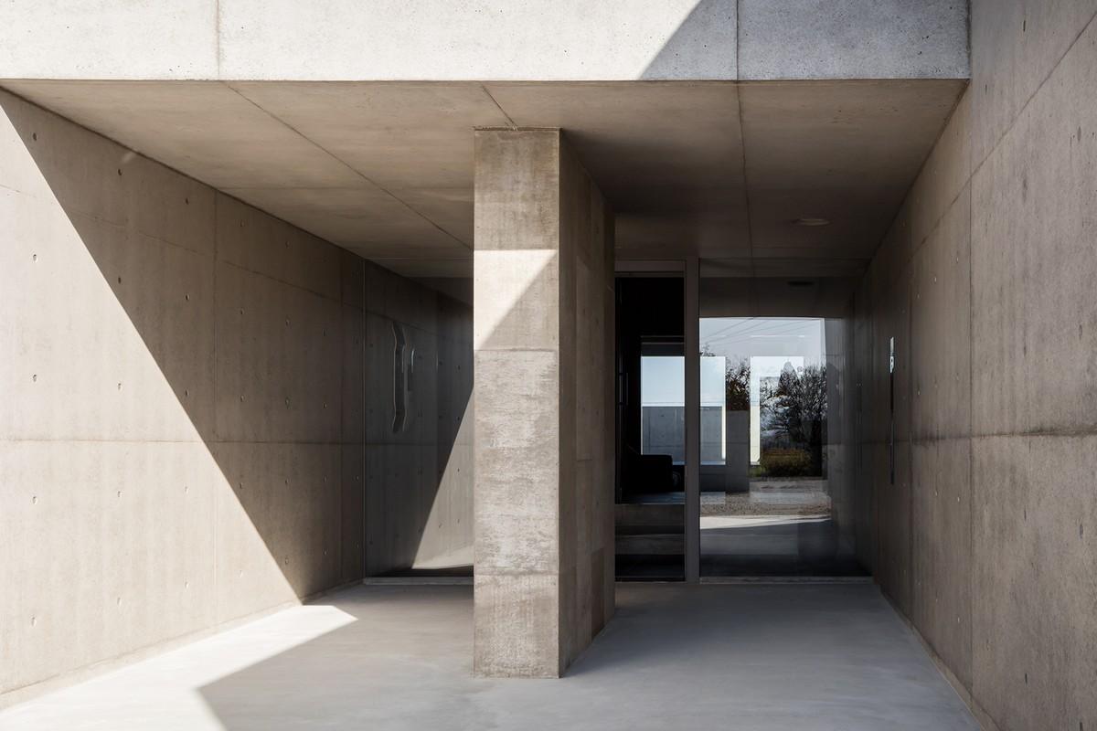 Необычный бетонный особняк в Японии