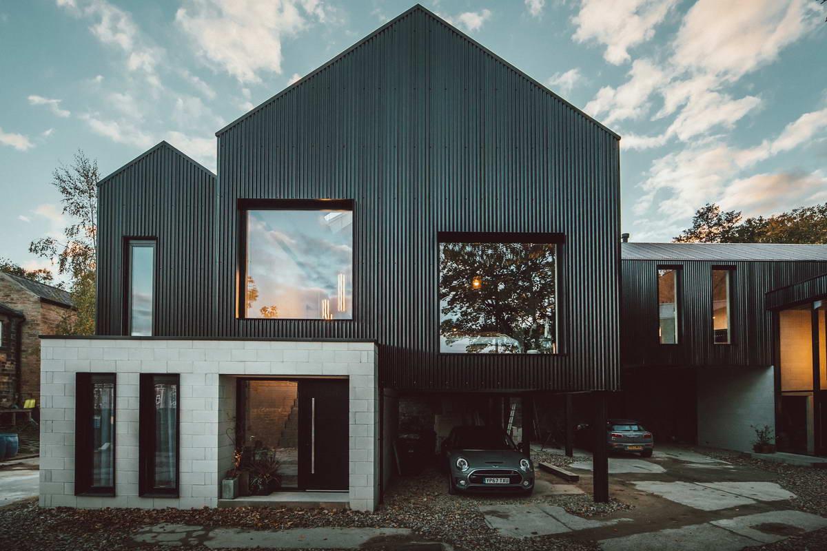 Пара домов для братьев-близнецов в Великобритании