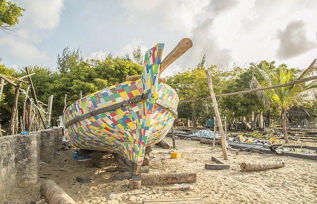 Парусник из пластика отправится в плавание по Индийскому океану