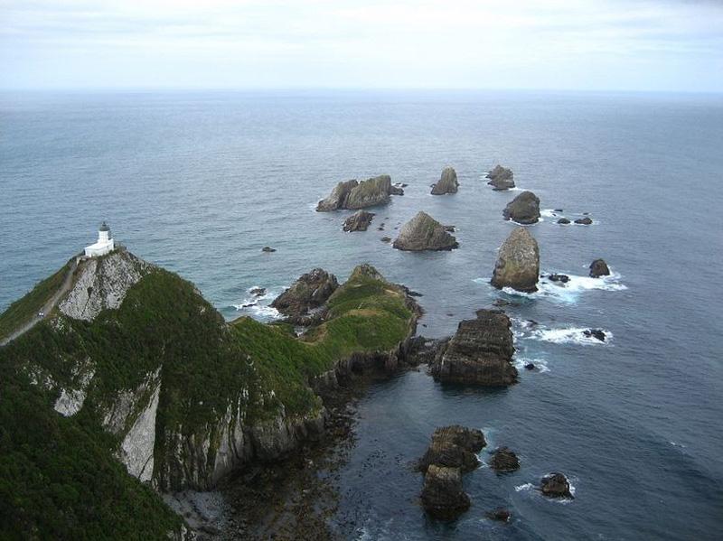 Маяк Наггет-Пойнт в Новой Зеландии