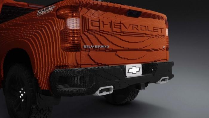 Полноразмерный пикап Chevrolet Silverado из деталей Lego