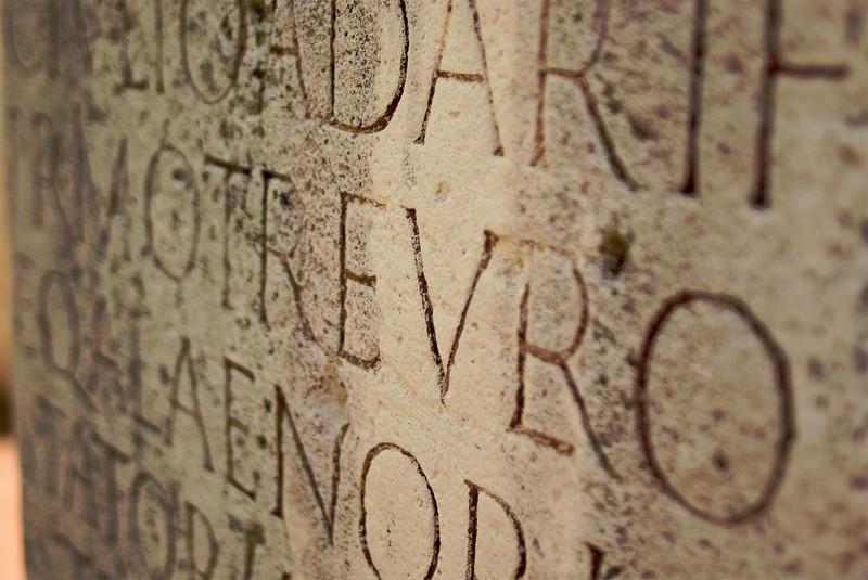 Древние языки, которые никак не могут расшифровать ученые