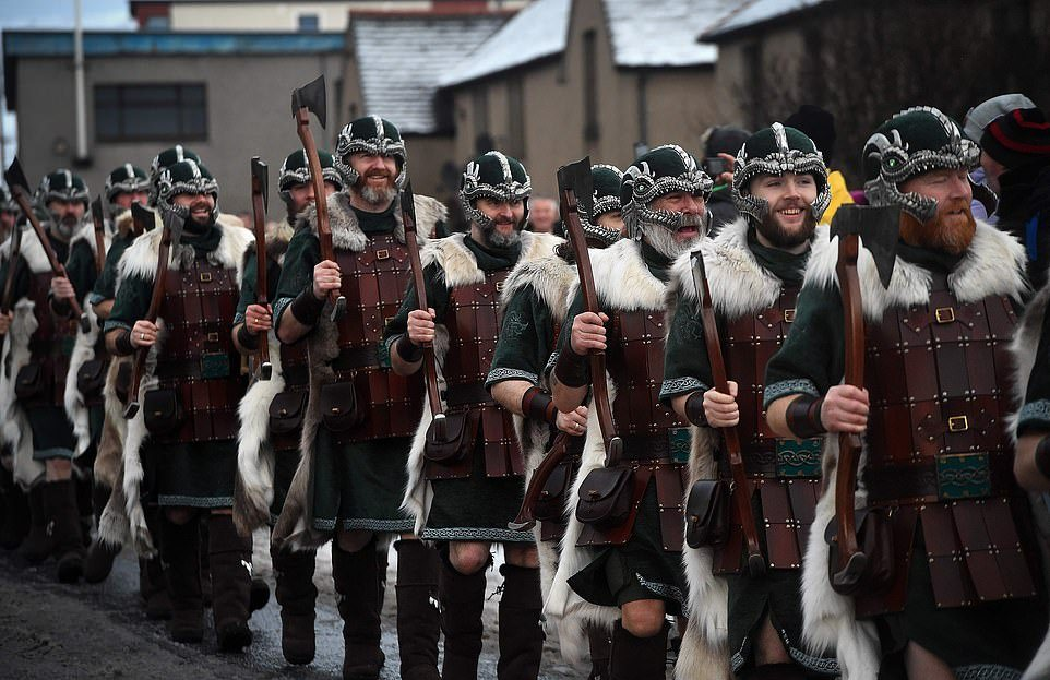 Ежегодный фестиваль викингов и огня в Шотландии