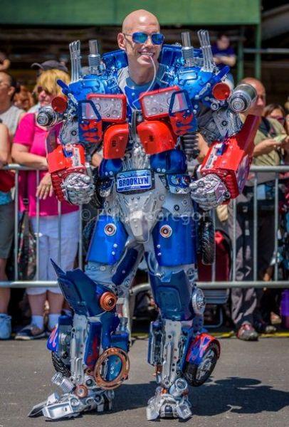 Потрясные экзоскелеты роботов от мастера своего дела