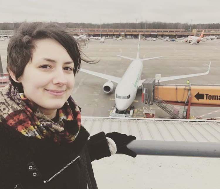 Немка влюбилась в самолет и собирается выйти за него замуж