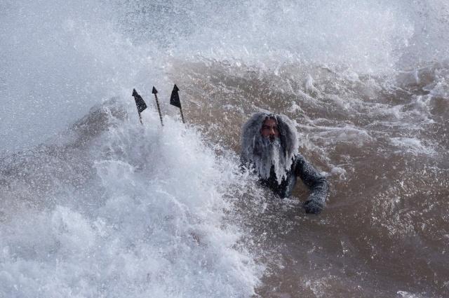Суровая погода для серфинга
