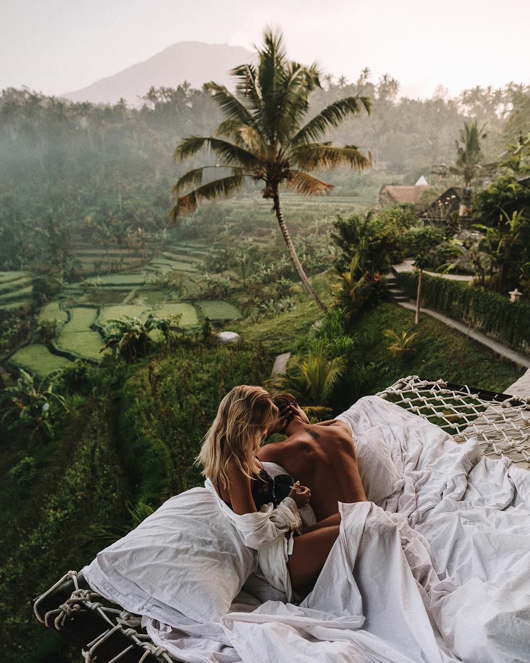 Пара делится своими замечательными снимками из путешествий в Instagram