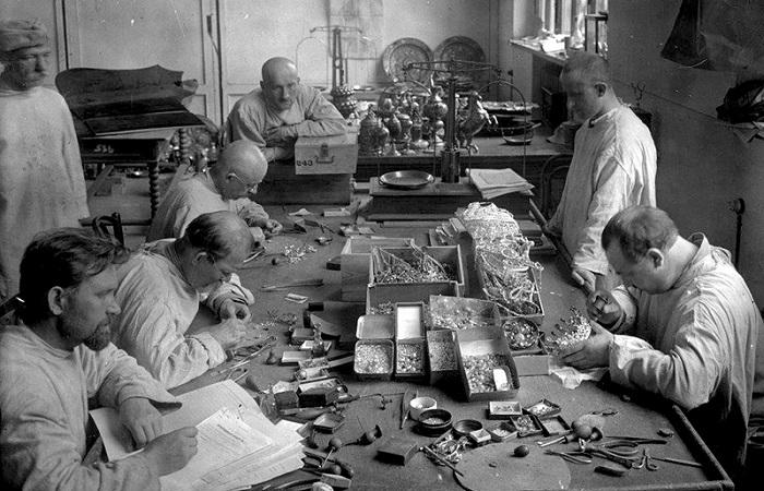 Как большевики распродавали национальные сокровища