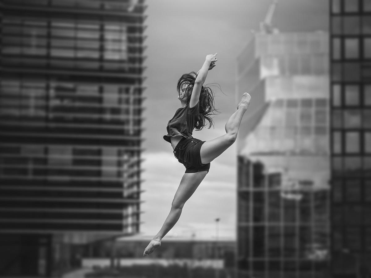 Портреты танцоров и гимнасток на улицах от Димитрия Роулланда