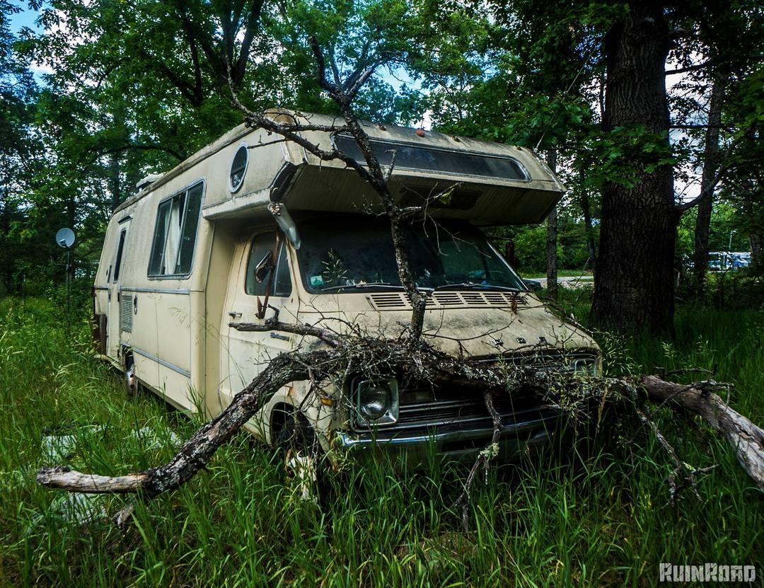 Заброшенный Детройт на снимках Кайла Бруки