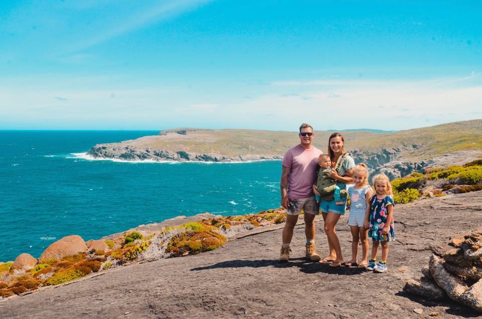 Семья путешествовала с тремя детьми, но жизнь внесла свои коррективы