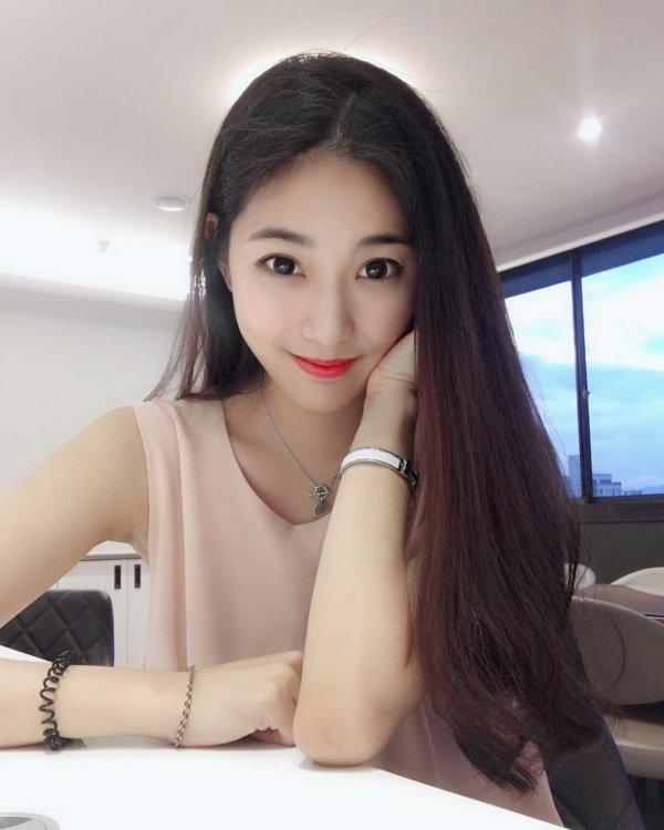 Чэн Цзя-вэнь - самая горячая учительница на Тайване