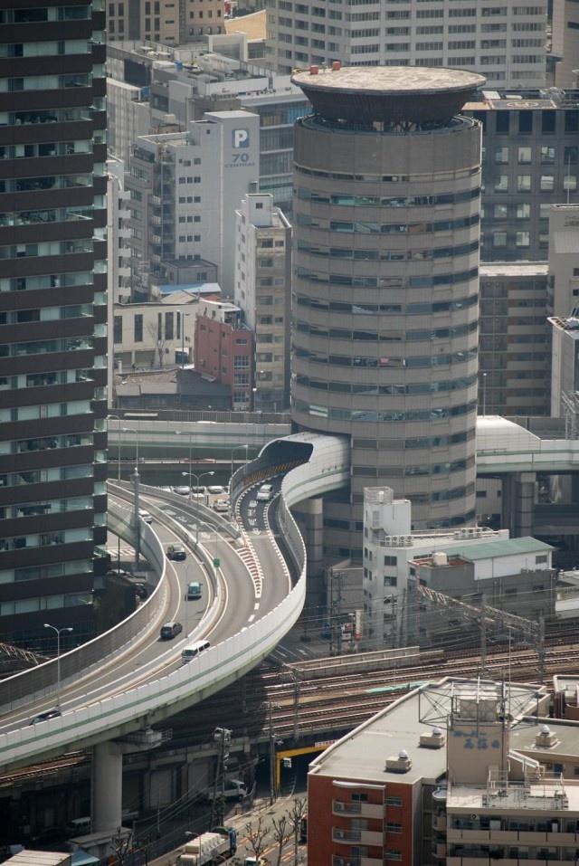 Необычное многоэтажка Gate Tower в Японии