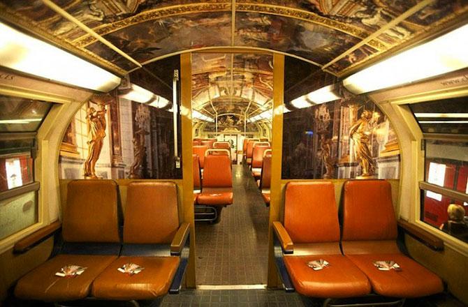 Экстравагантный интерьер вагонов версальской электрички