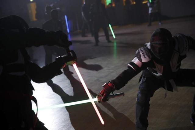 Поединки на световых мечах стали официальным видом спорта