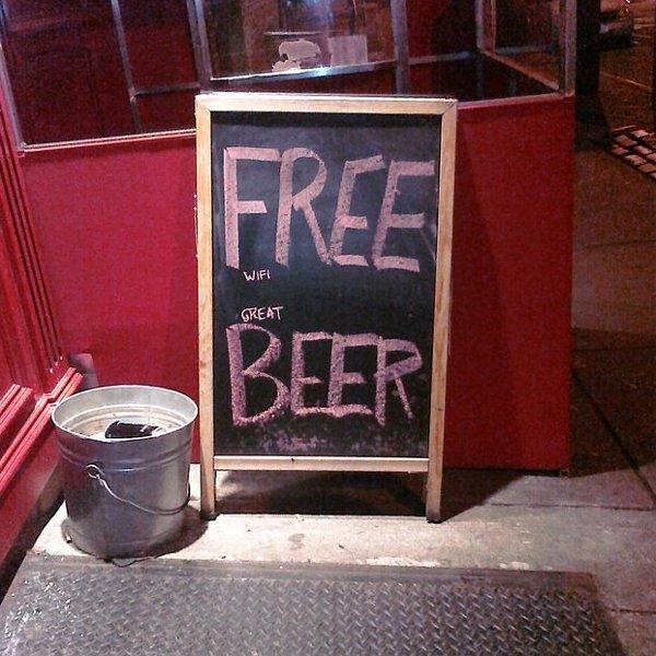 Забавные уличные барные объявления