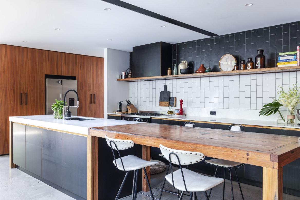 Архитекторы превратили старый склад в уютный особняк в Австралии