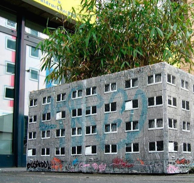 Миниатюрные многоквартирные дома по всему городу