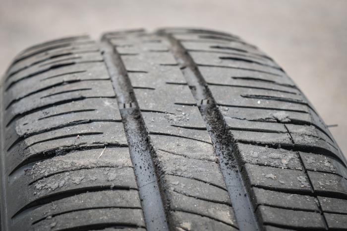 Разные виды износа покрышек, которые укажут на неполадки автомобиля