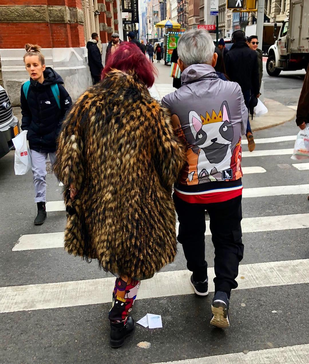 Яркие и модные персонажи на улицах Нью-Йорка