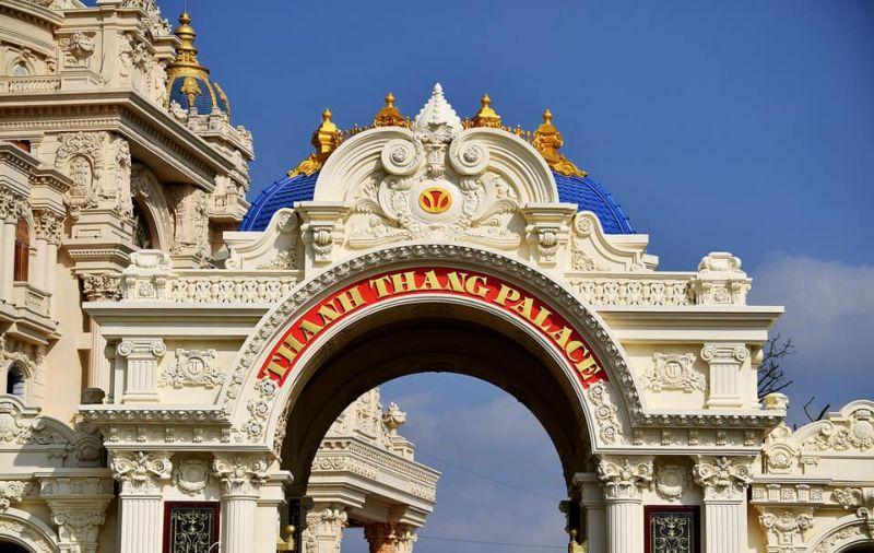 Бизнесмен строит для себя королевский дворец во Вьетнаме