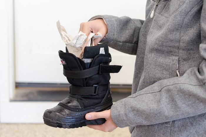 Как правильно постирать обувь в стиральной машине