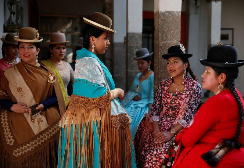 Как проходят занятия в школе моделей в Боливии