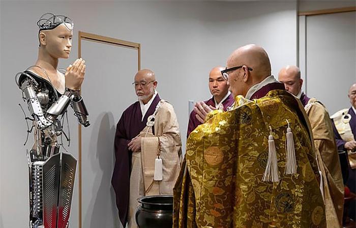 Роботы-проповедники разных конфессий