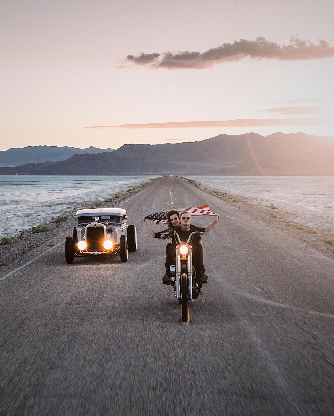 Автомобили и мотоциклы на снимках Аарона Бримхолла