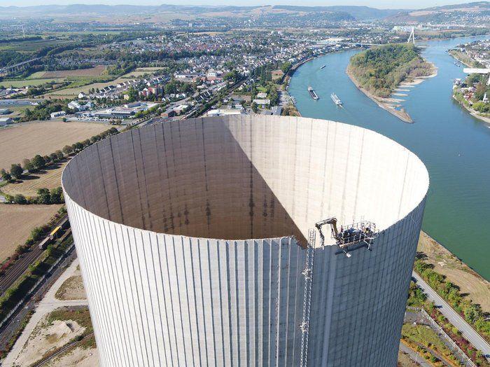 Безопасный дистанционный снос огромной башни путем откусывания