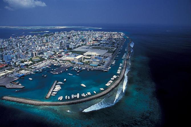 Город Мале в океане