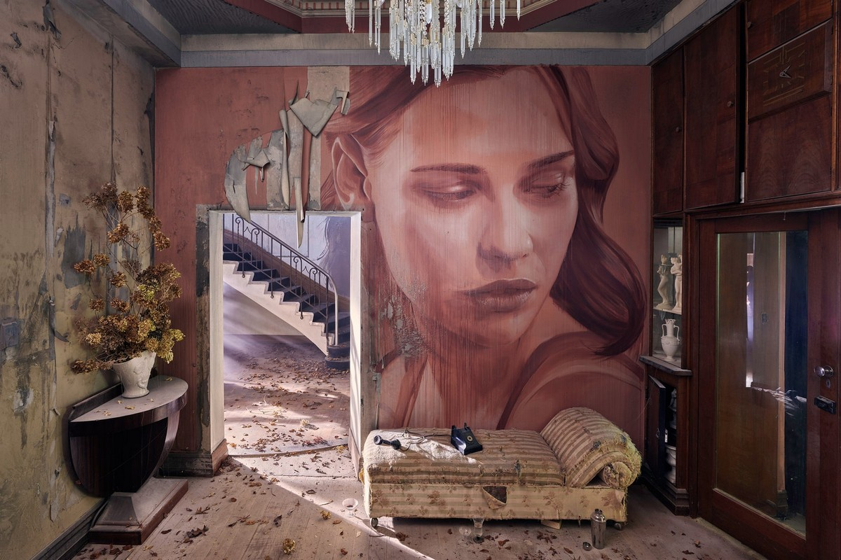 Художник превратил заброшенный особняк в уникальный арт-объект
