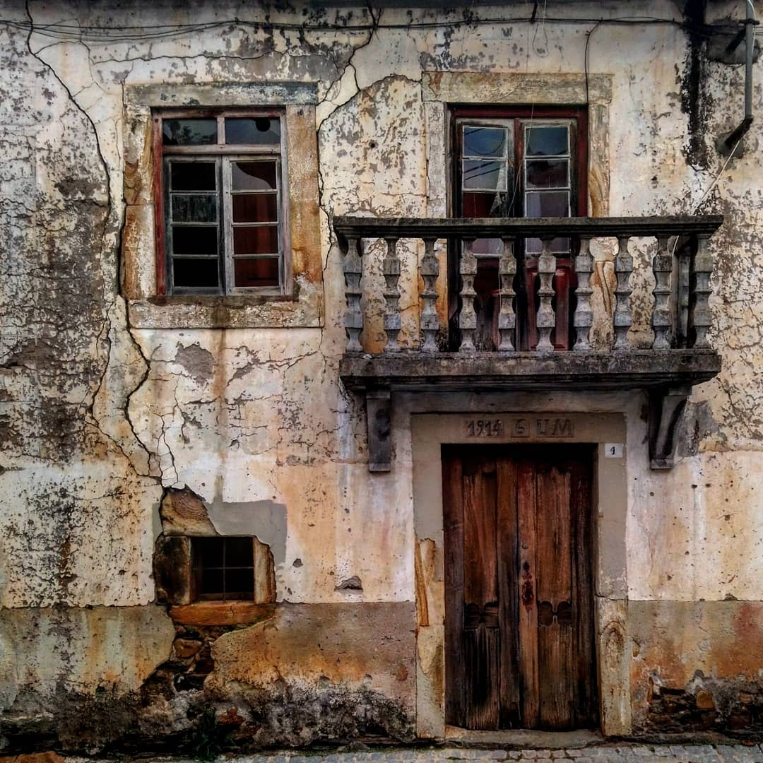 Заброшенная Португалия на фотографиях Пауло Карраскейра