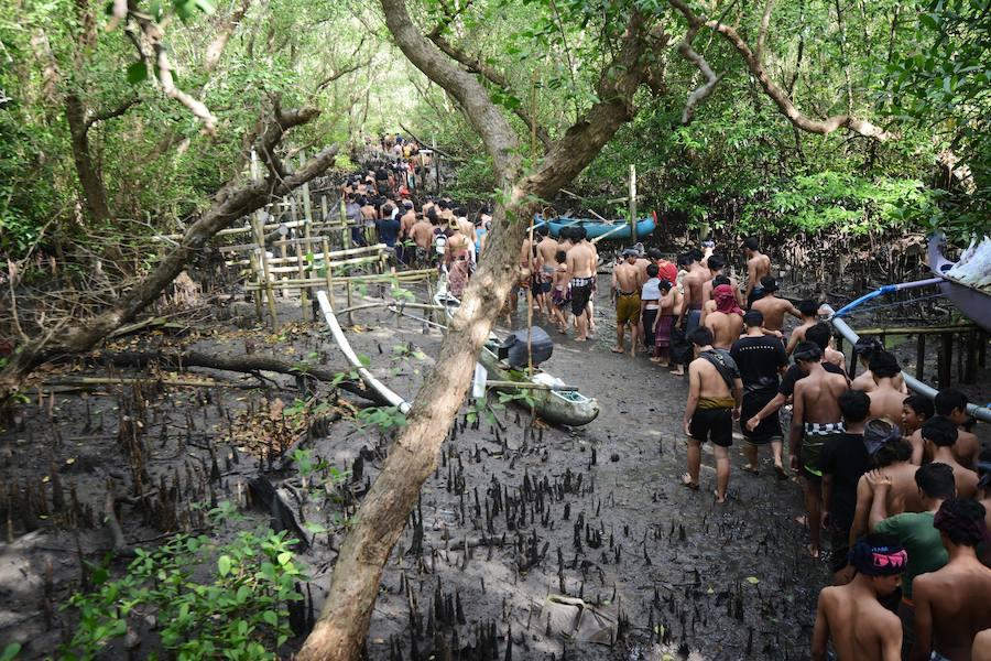 Традиционные грязевые ванны Mebuug-buugan на Бали