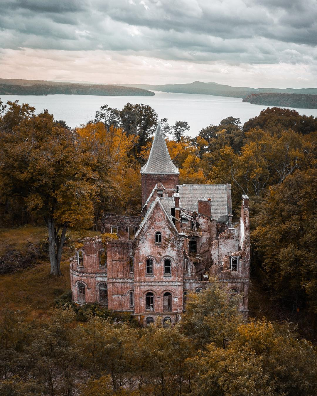 Загадочные снимки заброшенных мест от Рича Керна