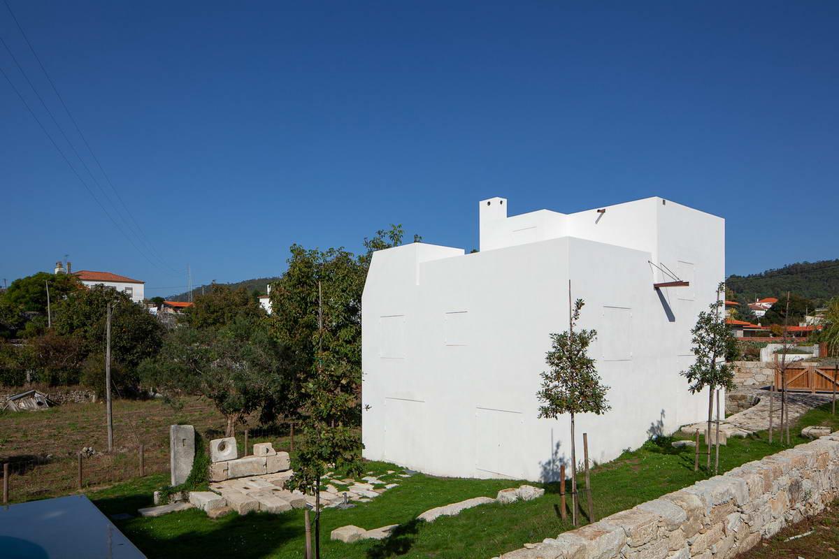 Дом с антифасадом в Португалии