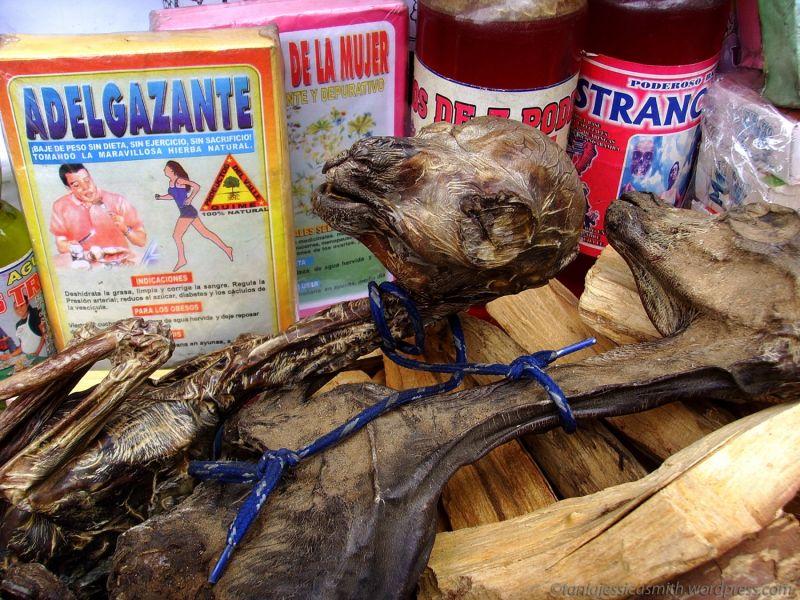 Рынок ведьм в кратере потухшего вулкана в Боливии