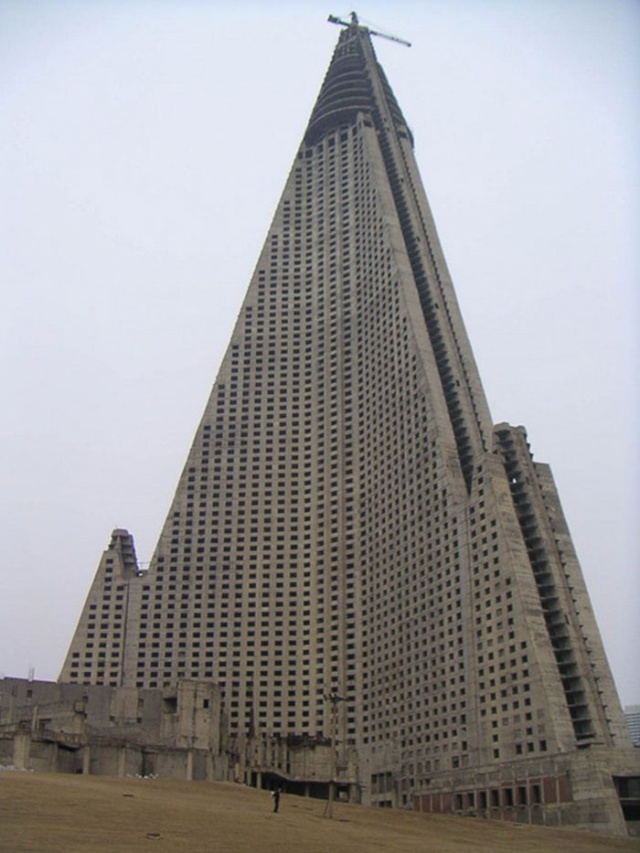 Известные здания и памятники архитектуры на этапе строительства
