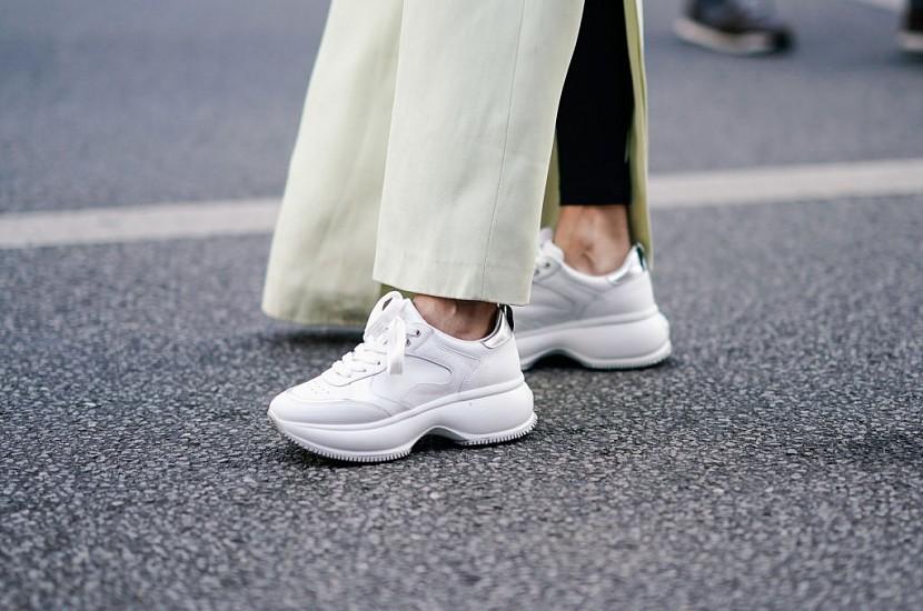 Как вернуть белым кроссовкам прежний вид