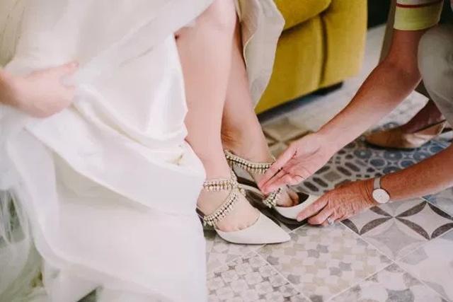 Необычный свадебный подарок невесте от её умершей матери