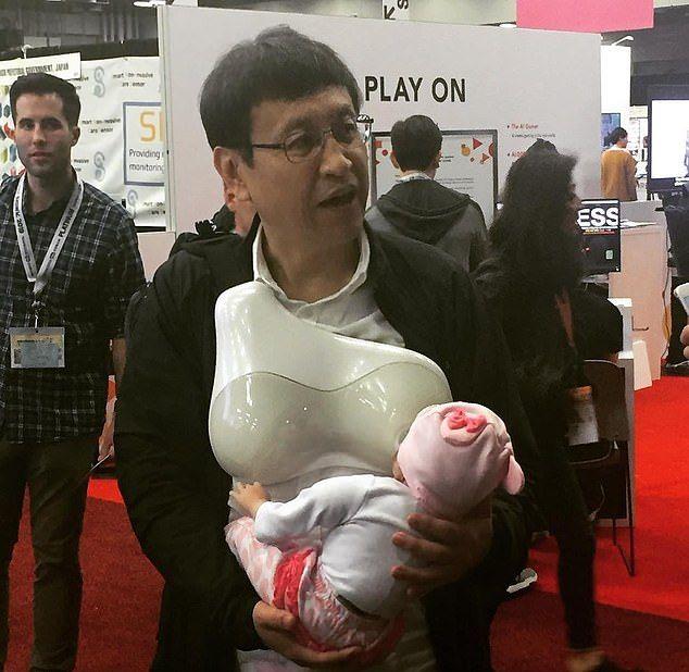 Устройство дает отцам возможность кормить детей грудью