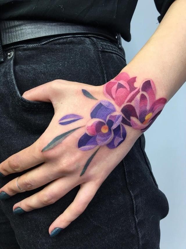 Цветочные узоры на теле