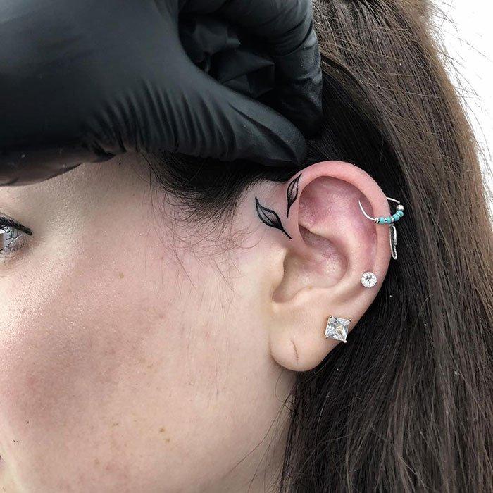 Интересные татуировки на ушах