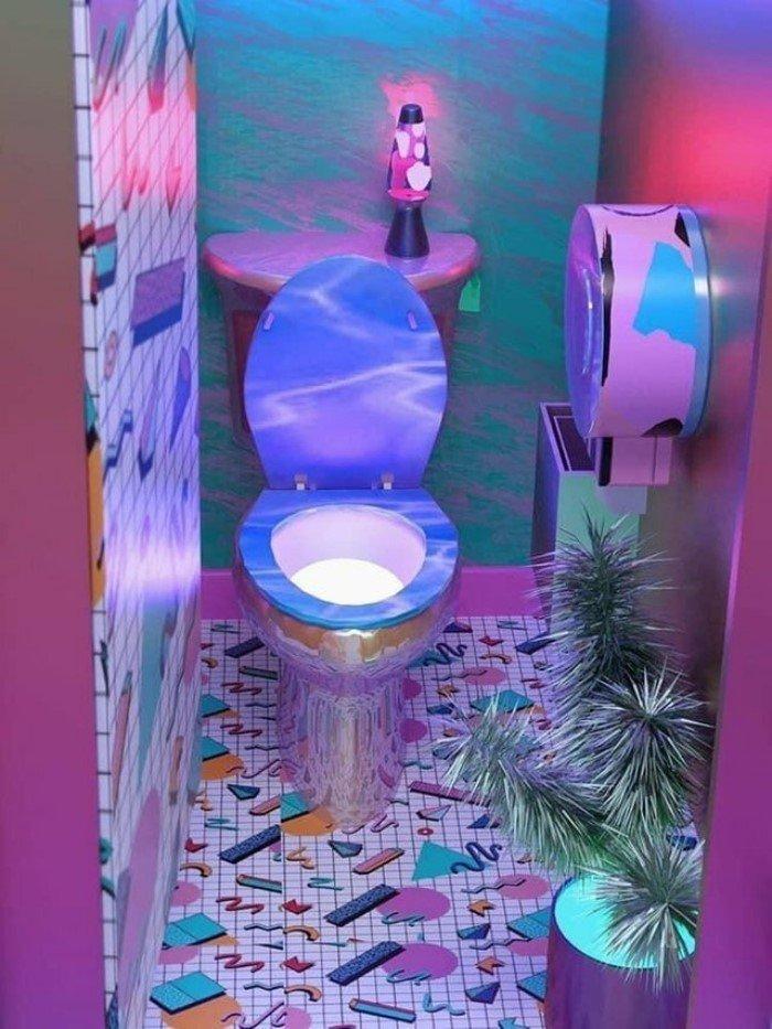 Дизайнеры этих ванных комнат и туалетов были явно не в себе